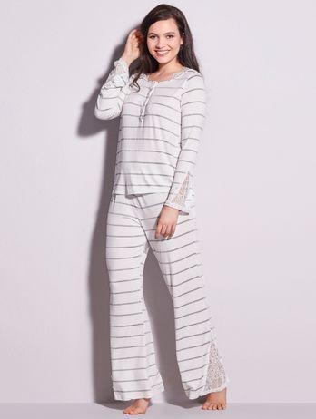 Pijama Longo Em Renda E Viscose Maya Off White