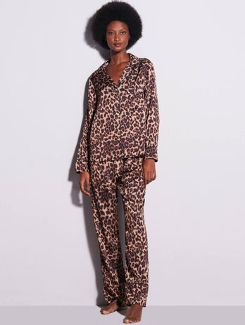 Pijama Longo Com Botões Em Cetim Charlotte Estampa Onca Preto