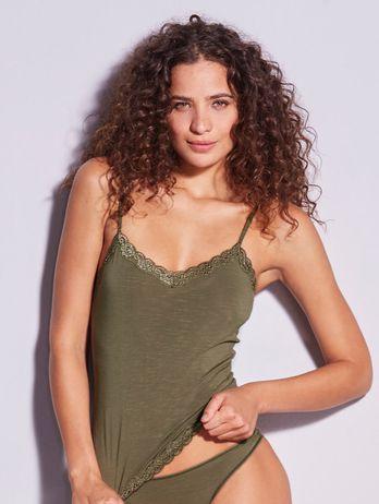 Camiseta Alças Finas Em Modal E Detalhe Em Renda Verde Nilo